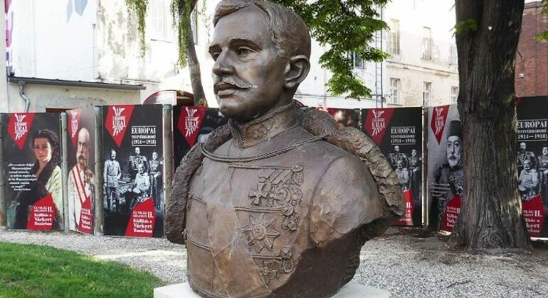 Free Tour por el Budapest Comunista Provided by Paseando por Europa S.L