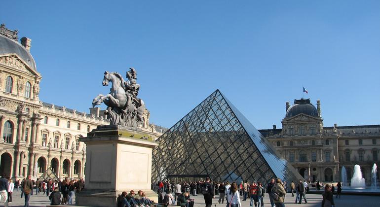 Free Hidden Gems and Secret Paris Tour Provided by Discover Walks - do more