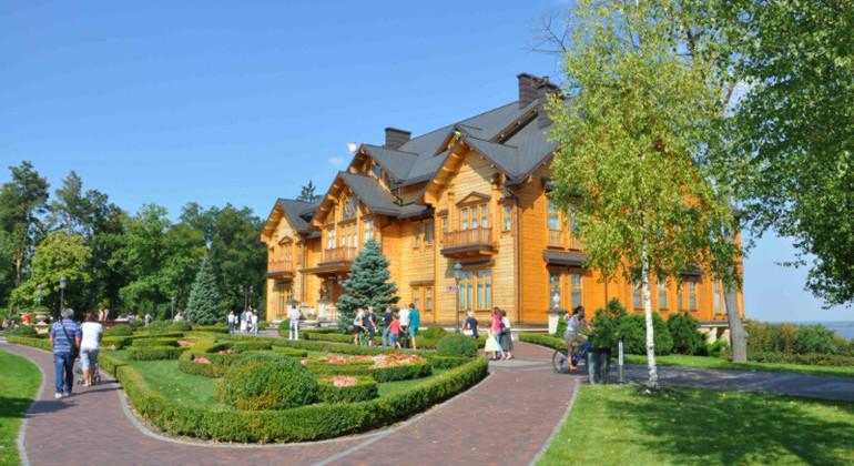 Mezhyhirya Tour from Kyiv Provided by Kiev Free Walking Tours