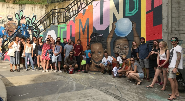 Tour a pie de los graffitis de Comuna 13 Colombia — #28