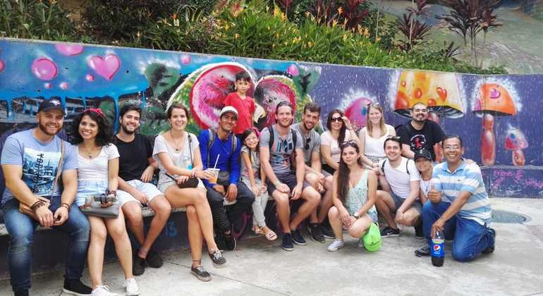 Tour a pie de los graffitis de Comuna 13 Colombia — #30