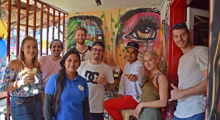 Tour a pie de los graffitis de Comuna 13 Colombia — #12