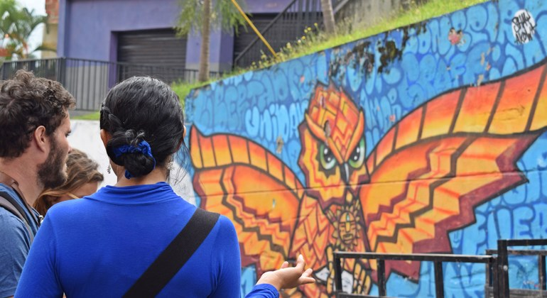 Tour a pie de los graffitis de Comuna 13 Colombia — #17