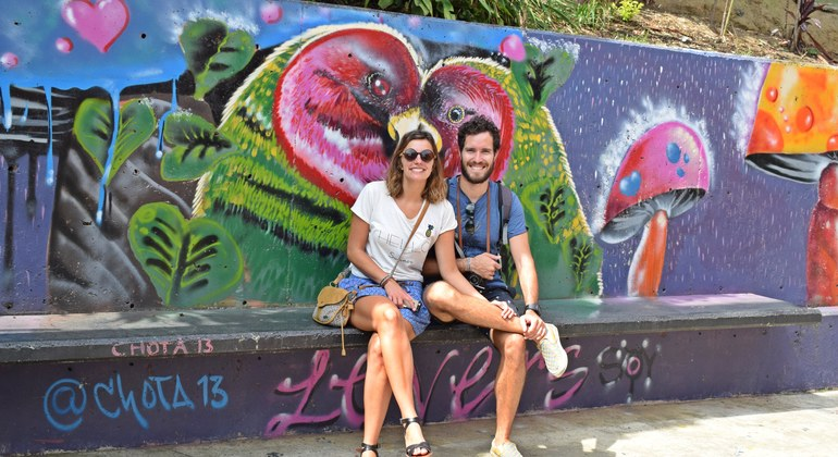 Tour a pie de los graffitis de Comuna 13 Colombia — #18
