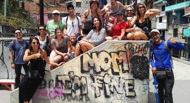 Tour a pie de los graffitis de Comuna 13 Colombia — #36