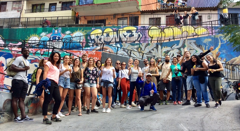 Tour a pie de los graffitis de Comuna 13 Colombia — #44