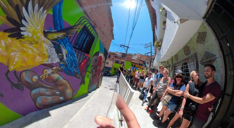 Graffiti Free Zippy Walking Tour Comuna 13 Colombia — #45