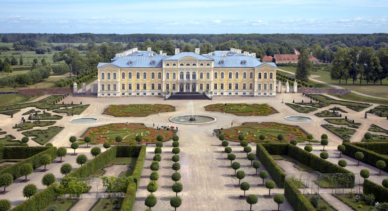 Rundale Palace Day Trip from Riga Operado por Smile line day tours