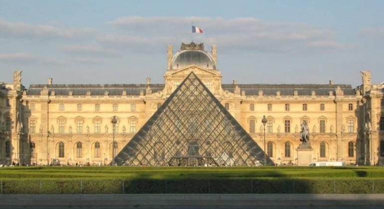 Tour Gratis por París en Español Operado por Paseando por Europa S.L
