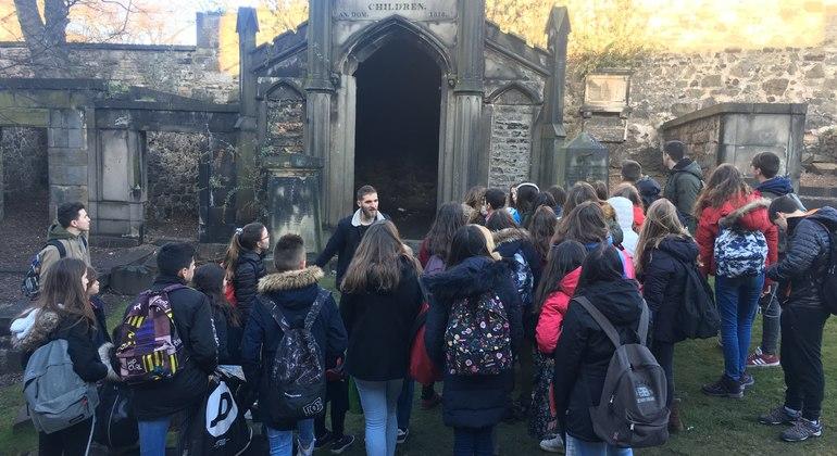 Edinburgh Free Tour in Spanish Provided by Blubale