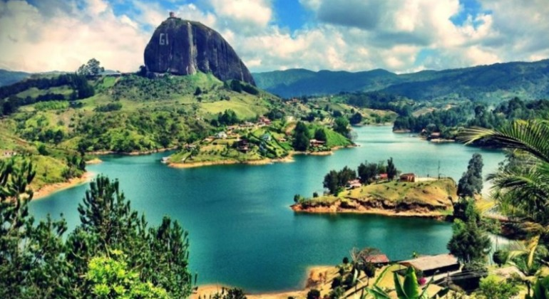 Guatape Day Trip from Medellin Provided by TOURS GUATAPE