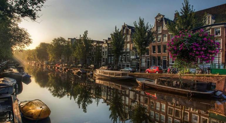 https://admin.freetour.com/images/tours/321/amsterdam-city-free-tour-03.jpg