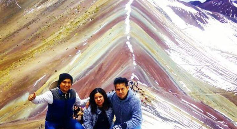 Montaña de Siete Colores Full-day Group Tour Operado por chullos travel perú