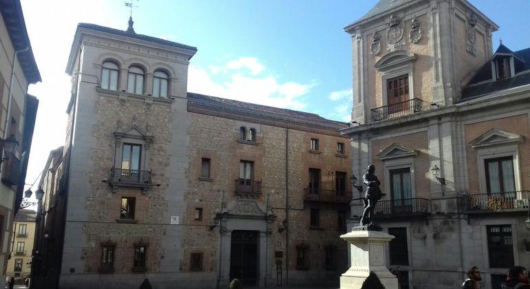 Free Tour: Madrid de los Austrias Provided by Cuéntame madrid