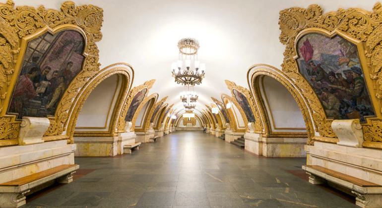 Moscow Metro Tour: Small Group Provided by Free Walking Tours Russia
