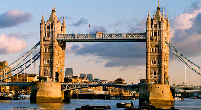 Free London in a Day Tour Provided by Strawberry Tours