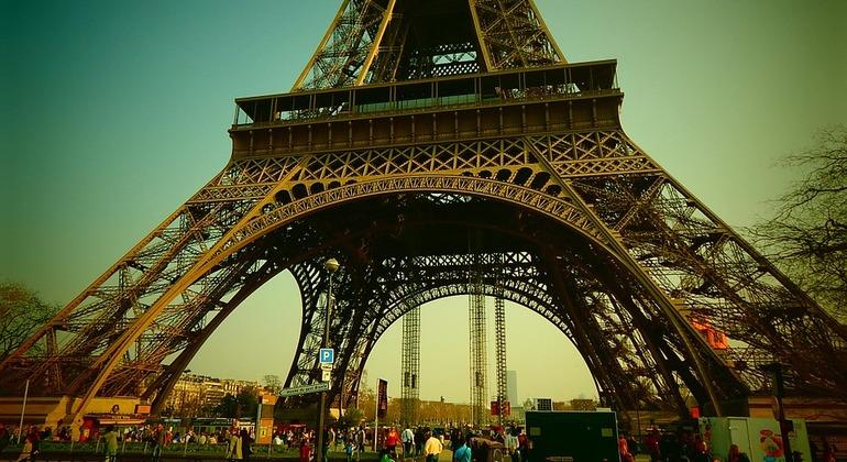 free tours in paris france. Black Bedroom Furniture Sets. Home Design Ideas