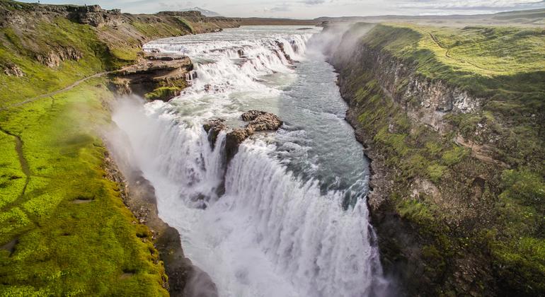 Grand Golden Circle Full-day Tour Operado por BusTravel Iceland