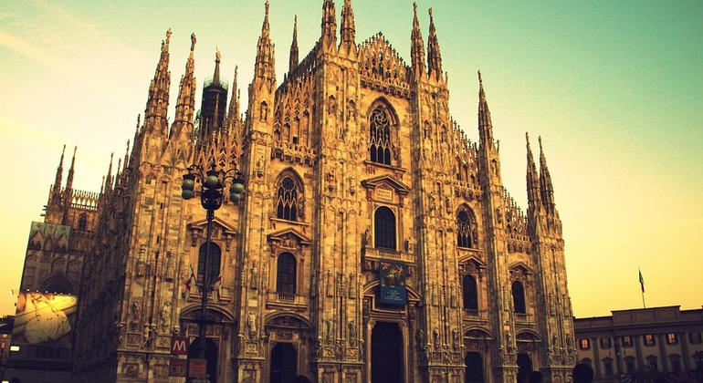 Discovering Milan from the Leonardo Canals Provided by Vivamos Milán