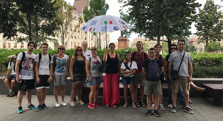 Budapest Free Tour in Italian Provided by White Umbrella Tours Budapest