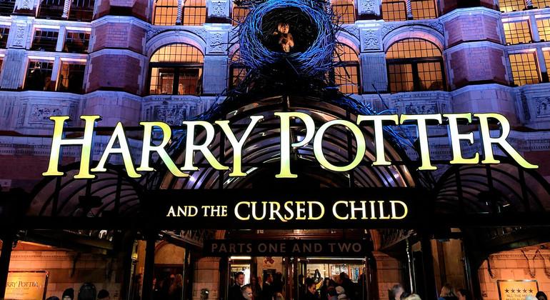 Free tour Harry Potter en Español Operado por Paseando por Europa S.L