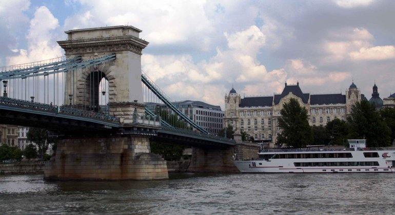 Sightseeing Cruise on the Danube Provided by Hungaria Koncert