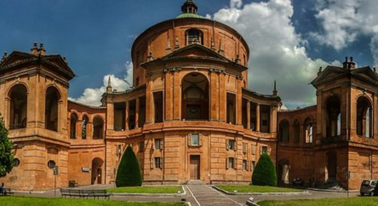 Bologna Free Hiking Tour to San Luca Provided by Ilaria Patano
