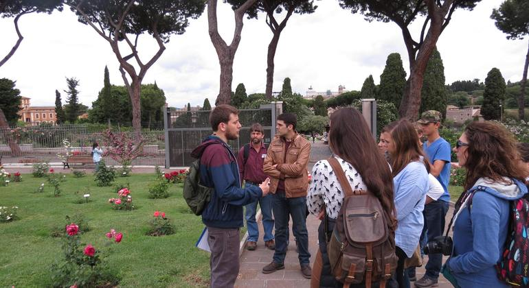 Free Walking Tour Not Touristic Rome Provided by Veni Vidi Visit