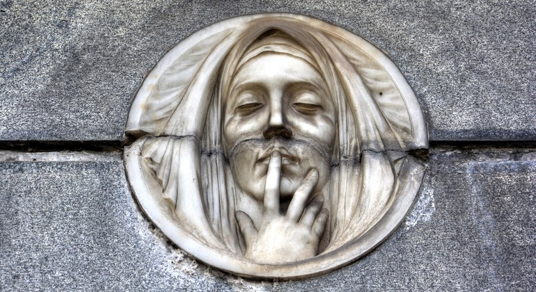Recoleta Cemetery Tour: Stories of Love and Heartbreak Provided by CarolinaBALP
